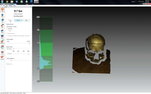 A 3D scan in progress. The histogram shows the object's current distance from the scanner.