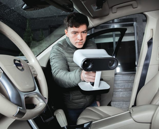 Without an attachment to a computer, the cordless Leo allows you to carry the device into tight corners with limited room. Image courtesy of Artec 3D.
